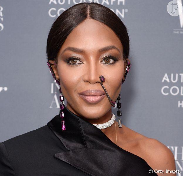 Naomi Campbell atraiu olhares ao usar um piercing étnico no Prêmio Inovadores 2017, promovido pelo Wall Street Journal, no MOMA, em Nova York, na noite desta quarta-feira 1º de novembro de 2017
