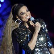 Juliana Paes usa macacão brilhoso para apresentar festival de música no Rio