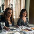 Estela (Juliana Caldas) diz perceber que Sophia (Marieta Severo) se envergonha dela. 'Ela não gosta que me vejam. É óbvio', na novela 'O Outro Lado do Paraíso'