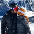 Marina Ruy Barbosa e Xandinho Negrão trocaram beijos apaixonados em viagem para a Suíça