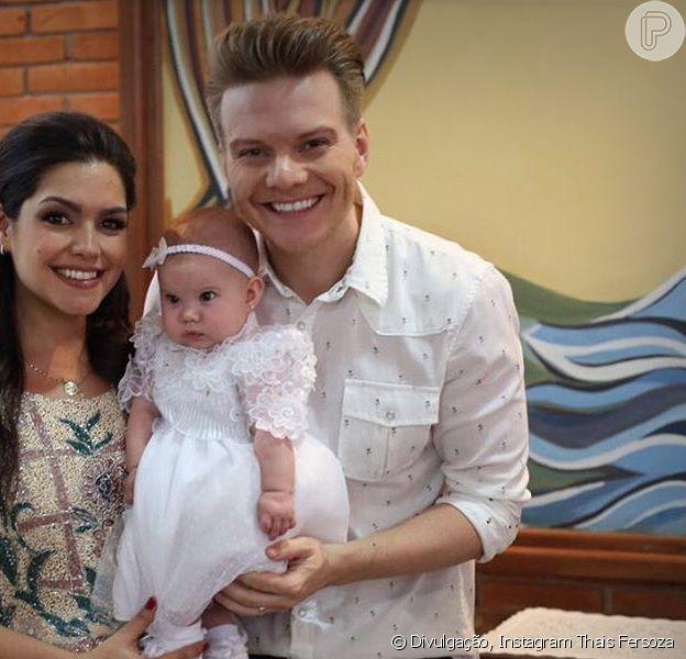 Thais Fersoza, mulher de Michel Teló, explicou porque primeira roupa dos filhos, Melinda e Teodoro, foi branca: 'Ligação com o Espírito Santo'