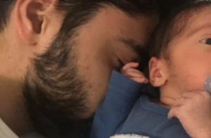 Aline Dias comemora primeira semana do filho, Bernardo: 'Papaizinho apaixonado'