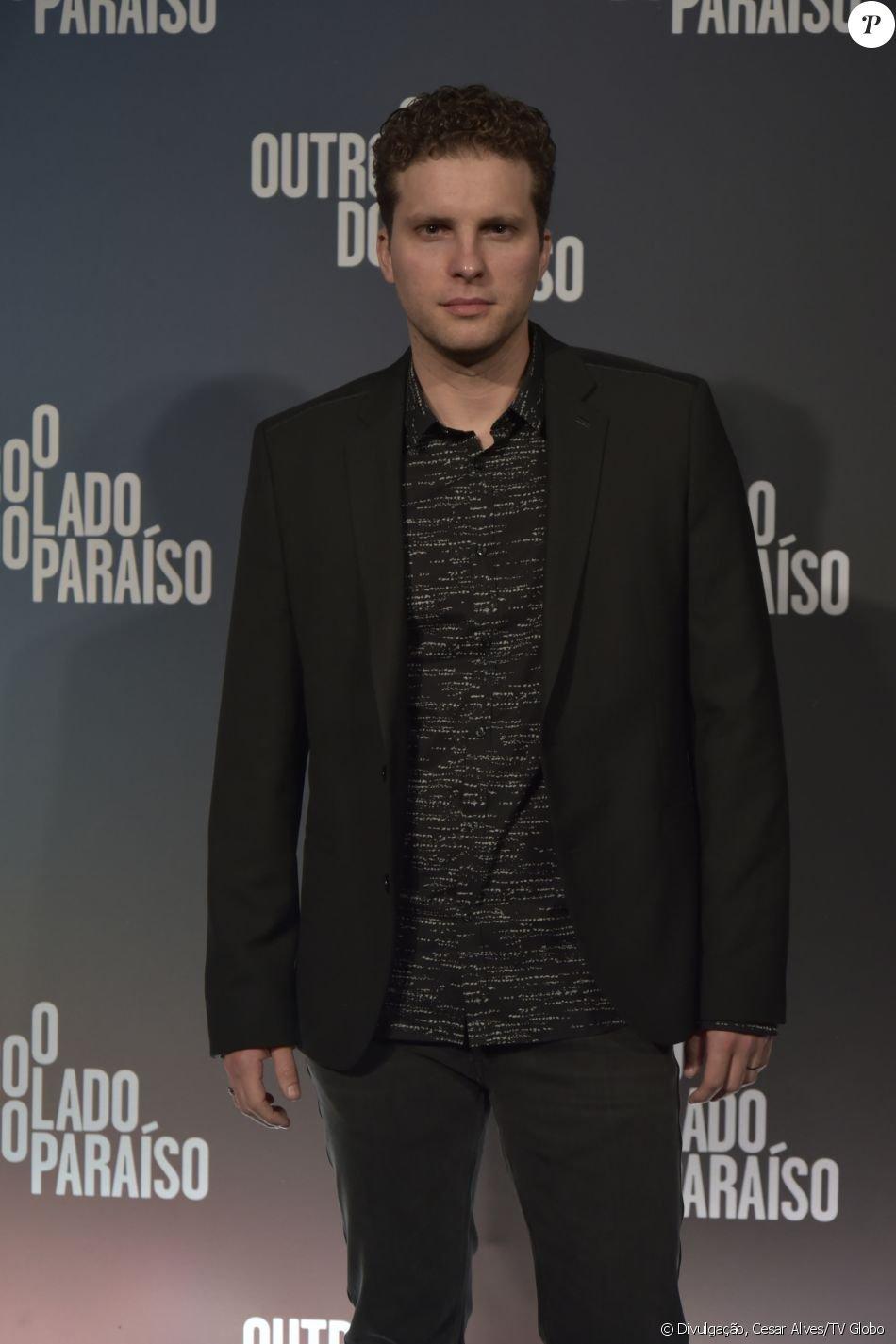 Thiago Fragoso será o novo mocinho da novela 'O Outro Lado do Paraíso'. O advogado Patrick entra na segunda fase da trama, em meados de dezembro