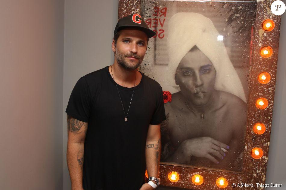 Bruno Gagliasso posa de transexual e foto vira quadro na exposição de arte 'Re.ver.so'