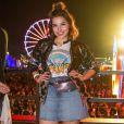 Jaqueta, bota e pochete: os três elementos de brilho metálico deram um toque futurista ao look de Gabriela Medvedovski no Rock in Rio 2017