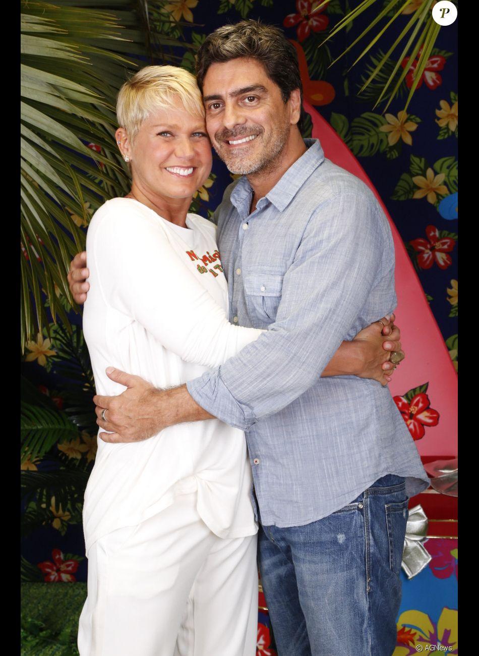 Xuxa destaca sintonia com o namorado, Junno Andrade, na cama em entrevista à revista 'Contigo' nesta sexta-feira, dia 10 de novembro de 2017