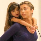 Grazi Massafera limita seu uso de celular perto da filha, Sofia: 'Exemplo'