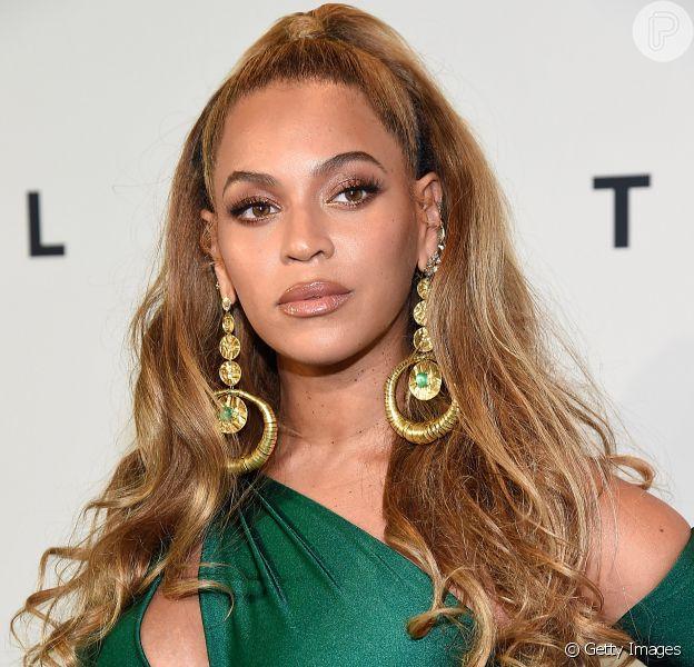 Beyoncé foi fotografada pela primeira vez com os filhos gêmeos, Sir e Rumi, no domingo, 12 de novembro de 2017. Veja abaixo!