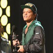 Bruno Mars vem ao Brasil pela 2° vez! Confira 10 curiosidades sobre o cantor