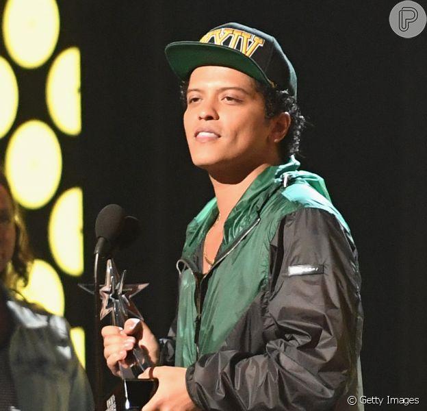 Bruno Mars nasceu em Honolulu, no Havaí, nos Estados Unidos, mas os seus pais são imigrantes. O seu pai é porto-riquenho e a sua mãe, filipina