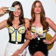 Marina Ruy Barbosa e Camila Queiroz usaram um body com bolinhas amarelas para a campanha da Pantene
