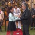 Rosana (Angela Dippe) e Peixoto (José Rubens Chachá) se casam em uma cerimônia com decoração e músicas no estilo musical rock, no capítulo que vai ao ar sexta-feira, dia 24 de novembro de 2017, na novela 'Carinha de Anjo'