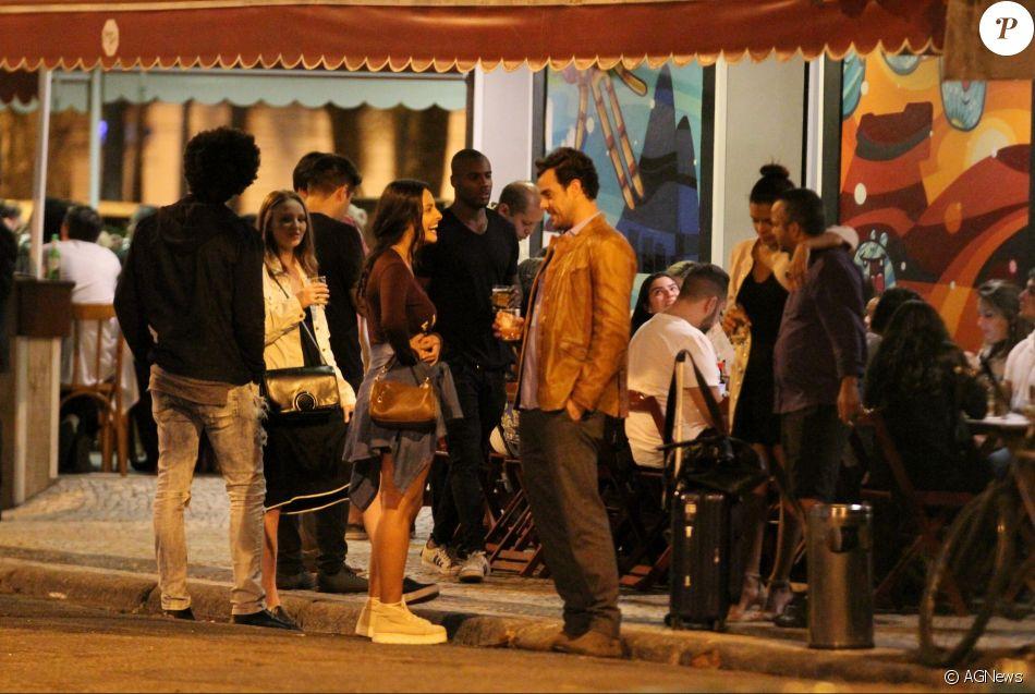 Joaquim Lopes foi visto com a bailarina do Faustão Yanca Guimarães em um bar na Zona Sul do Rio de Janeiro na noite de segunda-feira, 13 de novembro de 2017