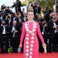 Elena Lenina escolhe vestido pink e um enorme colar que lembra bolas de Natal para o tapete vermelho do Festival de Cannes 2014
