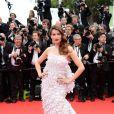 Laetitia Casta veste Christian Dior Couture no tapete vermelho do Festival de Cannes 2014