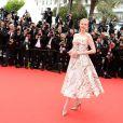 Nadja Auermann veste Dolce & Gabbana no tapete vermelho do Festival de Cannes 2014