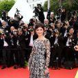 Audrey Tautou veste Prada no tapete vermelho do Festival de Cannes 2014