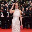 Carole Bouquet veste Chanel Couture no tapete vermelho do Festival de Cannes 2014