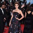 Clotilde Courau veste Elie Saab no tapete vermelho do Festival de Cannes 2014
