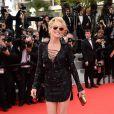 Sharon Stone veste Roberto Cavalli no tapete vermelho do Festival de Cannes 2014