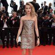 Cara Delevingne veste Chanel Couture no tapete vermelho do Festival de Cannes 2014