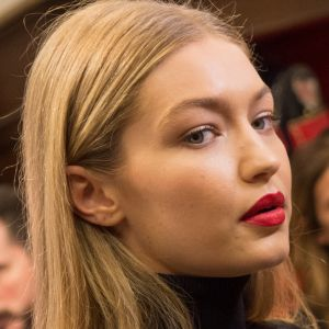 Gigi Hadid. Foto do site da Pure People que mostra Gigi Hadid desfalca desfile da Victoria's Secret por visto negado: 'Triste'
