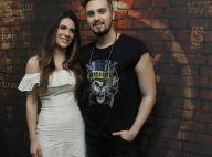 Luan Santana posa com namorada, Jade Magalhães, em bastidor de festival. Fotos!