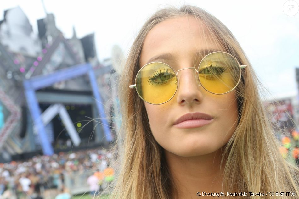 2a64d0133090d Bruna Griphao usou um óculos de lente amarela na Maratona da Alegria Villa  Mix