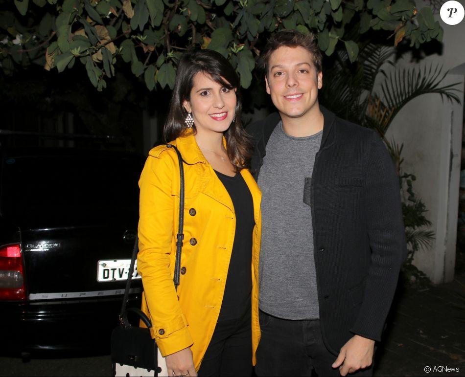 Fabio Porchat e Nataly Mega oficializaram a união e se casaram no civil no sábado, 18 de novembro de 2017