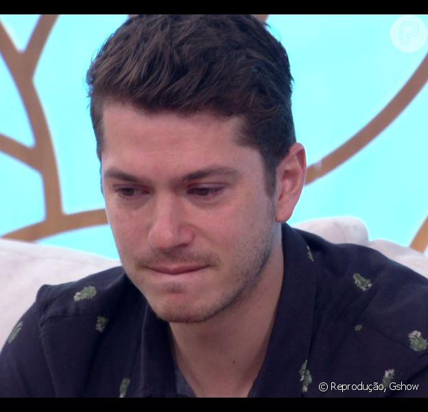 Caio Paduan chorou ao relatar racismo sofrido por cunhado na TV: 'A Sabrina namora o Anderson. Acho essencial falar a história dos dois. Eu fico triste'