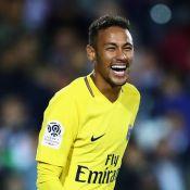 Neymar se destaca em vitória do PSG e torcida homenageia: 'Aquarela do Brasil'