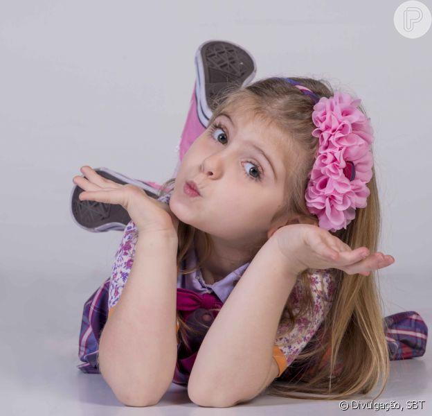 Lorena Queiroz, protagonista de 'Carinha de Anjo', é uma menina vaidosa: 'Francesinha até nos pés'