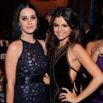 Katy Perry foi vista em jantar romântico na companhia de The Weeknd, ex de Selena Gomez