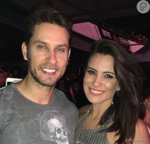 Ex-BBBs Kamilla Salgado e Eliéser Ambrósio passaram o dia ouvindo músicas de Bruno Mars. 'Para eu decorar', disse o ex-brother ao Purepeople, nesta quinta-feira, 23 de novembro de 2017