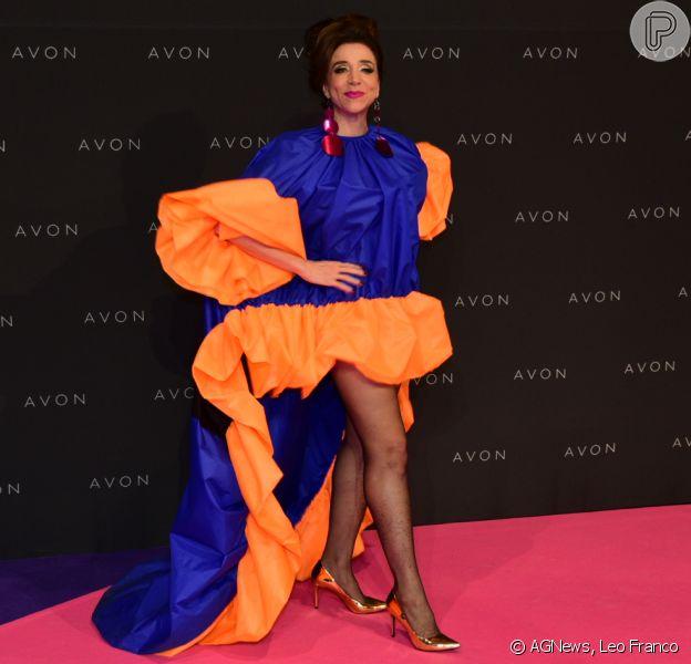 Marisa Orth apostou em um look extravagante para a 22ª edição do Prêmio Avon de Maquiagem, na Bienal do Ibirapuera, em São Paulo, nesta quinta-feira, 23 de novembro de 2017