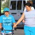 Claudia Rodrigues passou a se locomover com o auxílio de um andador durante o período de recuperação