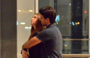 Marina Ruy Barbosa ganha carinho do marido após jantar em shopping. Veja fotos!