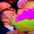 Malvino Salvador, sentado na plateia do evento, foi surpreendido com um beijo da atriz Luciana Abreu durante um número de humor na cerimônia