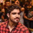 Caio Castro não posta fotos com Mariana na web, mas detalhes entregam o relacionamentos dos dois