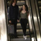 Lívian Aragão curte folga de novela com o namorado em shopping do Rio. Fotos!