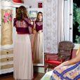 Após transformação feita por Estefânia (Priscila Sol) e Dulce Maria (Lorena Queiroz), Cecília (Bia Arantes) surpreende sua irmã, Fátima ( Rai Teichimam), com novas roupas e estilo de cabelo, na novela 'Carinha de Anjo'