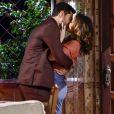 Cecília (Bia Arantes) aceita pedido de casamento feito por Gustavo (Carlo Porto), na novela 'Carinha de Anjo'