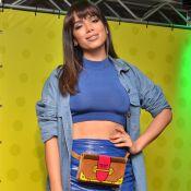 Anitta aposta em pochete de veludo de R$ 6 mil e franja para evento. Veja look!