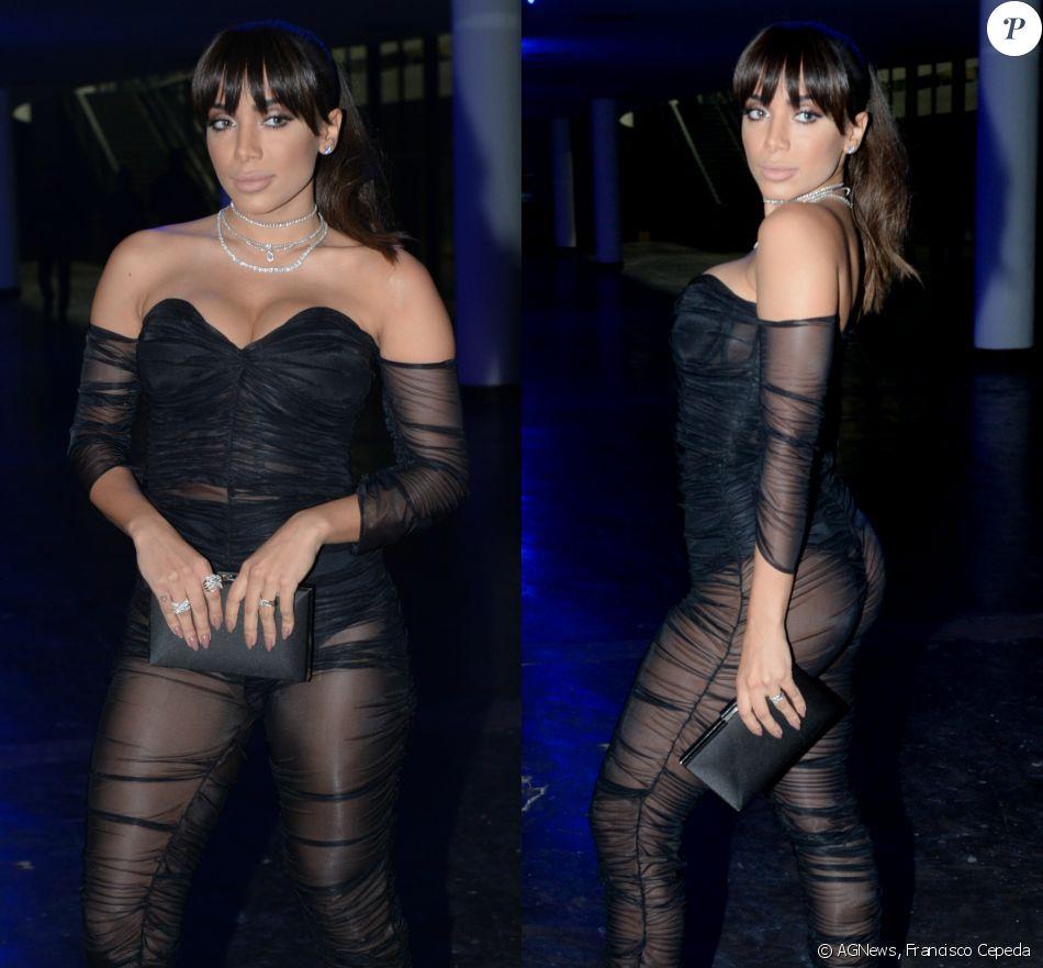 Anitta investiu em um look ousado para ser coroada a Mulher do Ano na premiação da revista 'GQ Brasil', em São Paulo, na quinta-feira, 30 de novembro de 2017