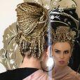 Fernanda Keulla  relata que a criação do novo penteado foi bastante demorada: ' O processo demorou cerca de 8h por que é trança do meu cabelo com outro, para que fique mais comprida e grossa'