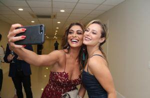 Bibi e Jeiza? Juliana Paes e Paolla Oliveira se divertem em evento de beleza