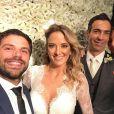 Sabrina Sato e Duda Nagle posam com os noivos no casamento de Ticiane Pinheiro e Cesar Tralli