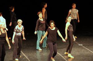 Fátima Bernardes ensaia espetáculo de dança em teatro no Rio de Janeiro