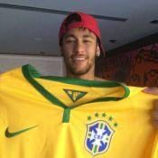 Neymar e Bruna Marquezine namoram em jantar de aniversário de Jayme Monjardim