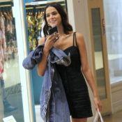 Bruna Marquezine combina vestido curto com tênis em passeio em shopping. Fotos!